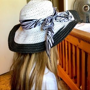 WIDE BRIM LARGE BOW WHITE STRAW SUN HAT